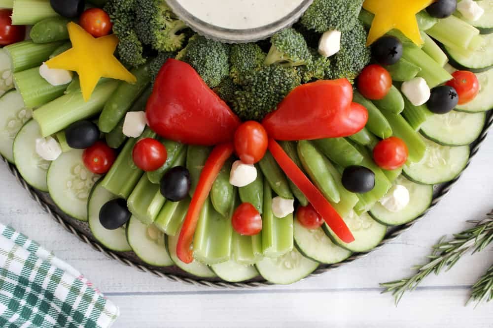 Cutest veggie tray wreath, perfect for any Christmas party or get together!