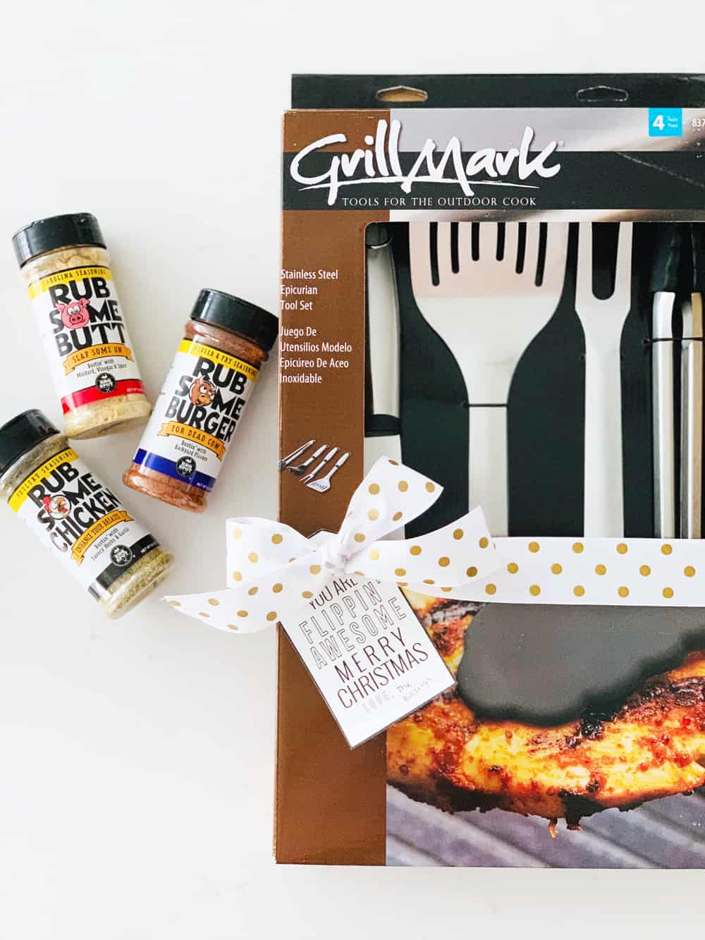 I love this free printable! It would work with almost any grilling gift or cooking set! SO fun.