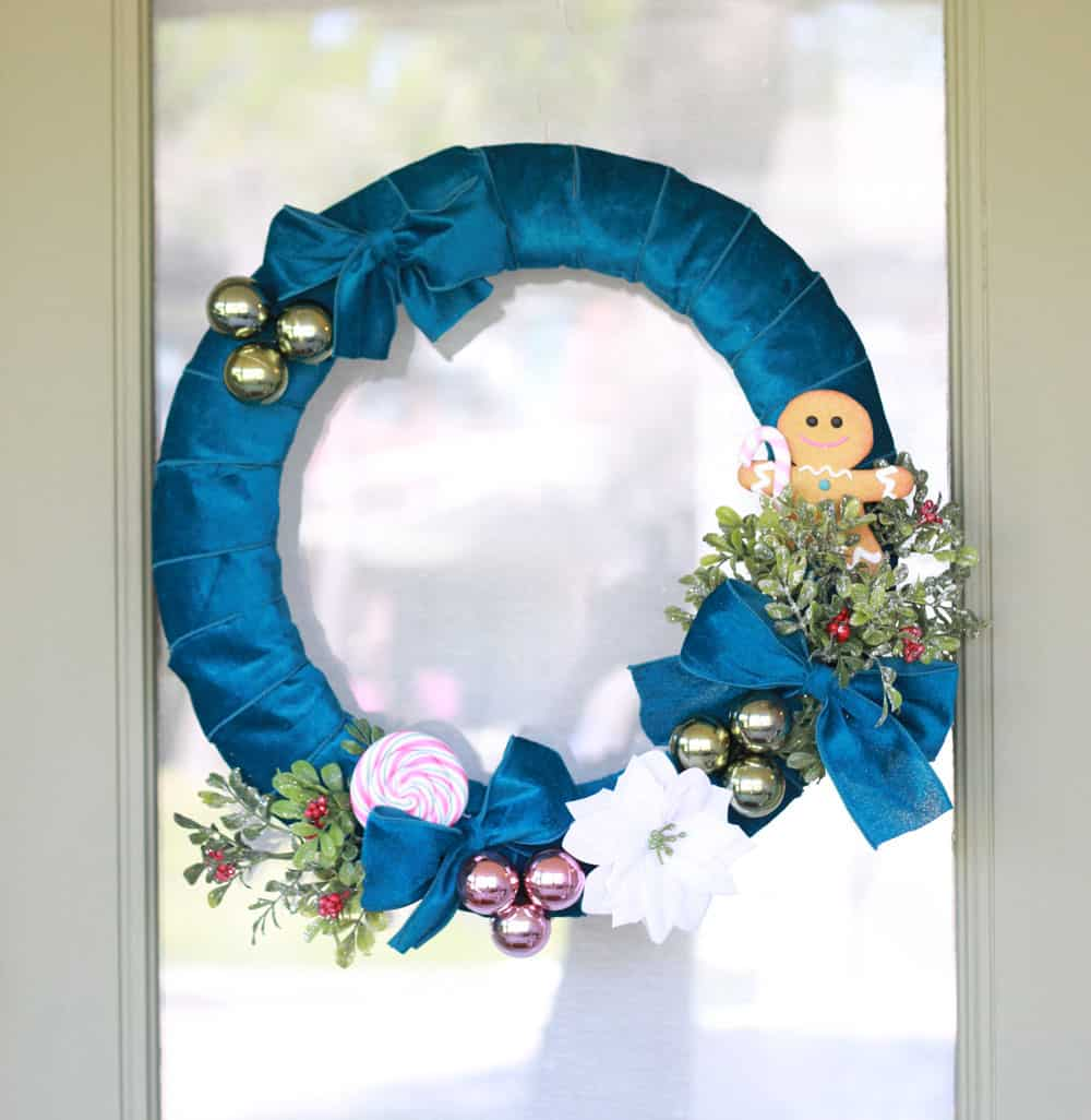 How to Make and Decorate a Christmas Wreath