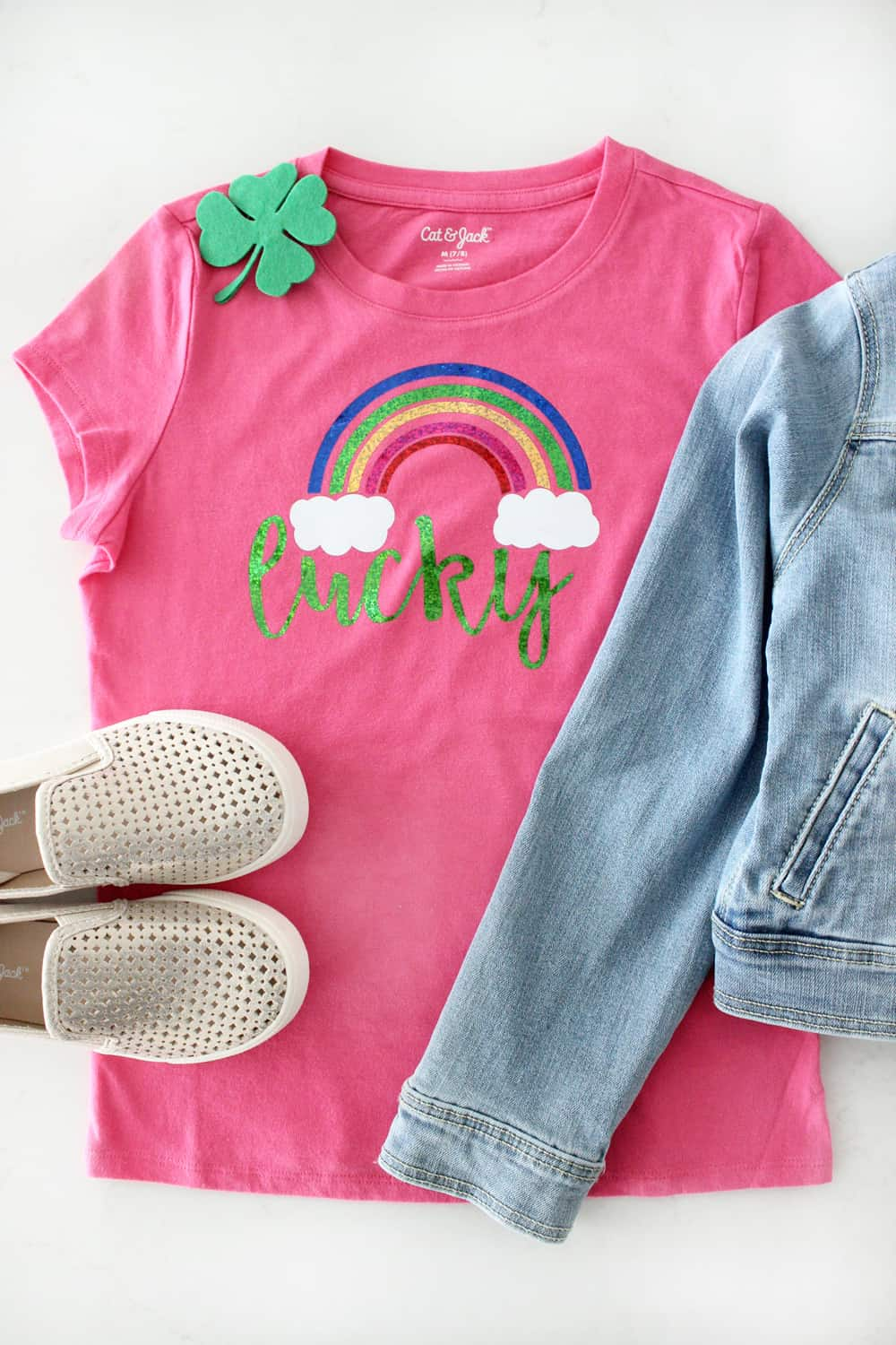 Super cute girls St. Patrick's Day shirt and shamrock hair clip DIY!