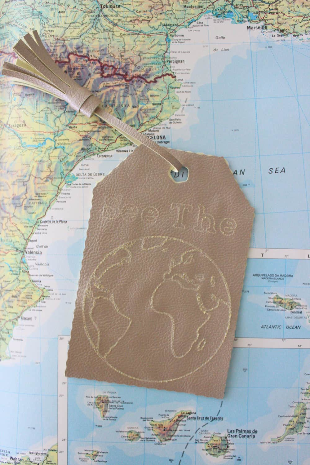 see the world diy faux leather luggage tag