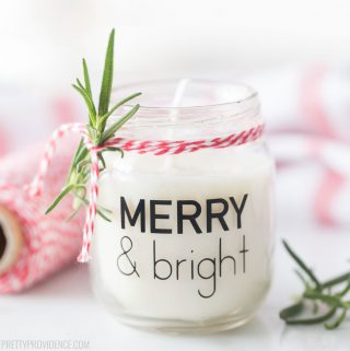 White Christmas candle in a small baby food jar with vinyl label 'Merry & Bright'